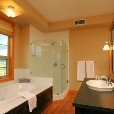 Predator Ridge Resort: Bathroom
