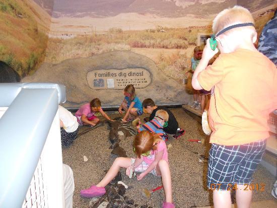 Children's Museum of Indianapolis: digging up bones