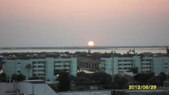 Resort on Cocoa Beach: Sunset from room 810