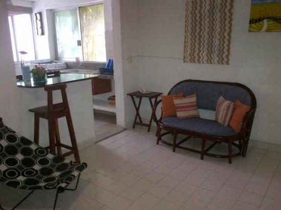 Hostelito Cozumel: sala de la habitacion grupal