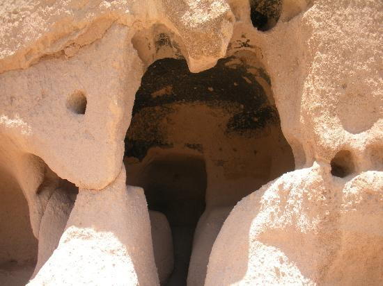 Puye Cliff Dwellings: Cave entrance on the cliff
