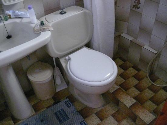 Irini Family Studios : Bathroom