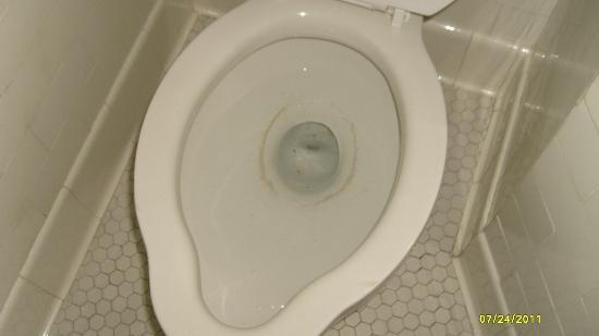 Queensbury Hotel: Untidy toilet