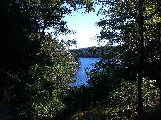 Minnewaska State Park Preserve: Approaching Lake Minnewaska