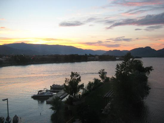 Holiday inn Hotel & Suites Osoyoos: sunset