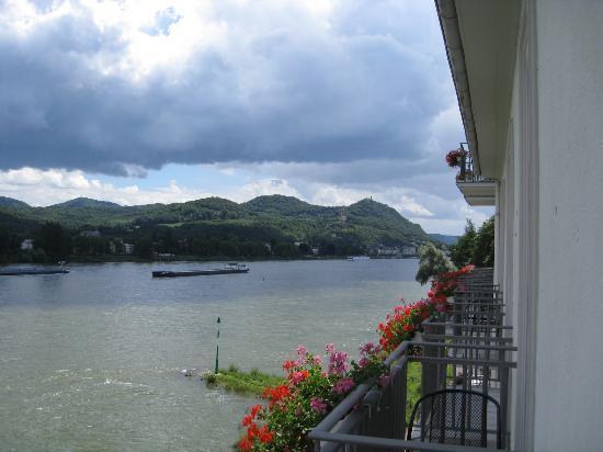 Ringhotel Rheinhotel Dreesen: Balcony view towards Koenigswinter