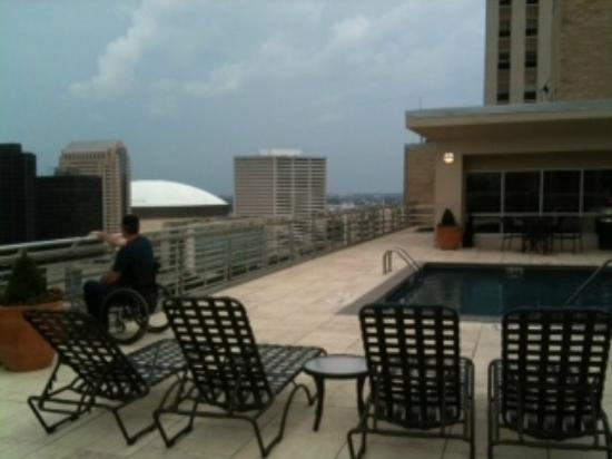 Hilton Garden Inn New Orleans French Quarter/CBD: Rooftop pool