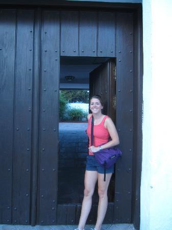 Escuela Carmen de las Cuevas: The charming entrance to my apartment.