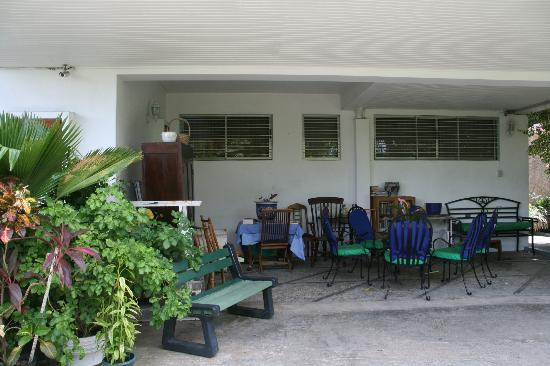 The Allamanda: Outdoor sitting area