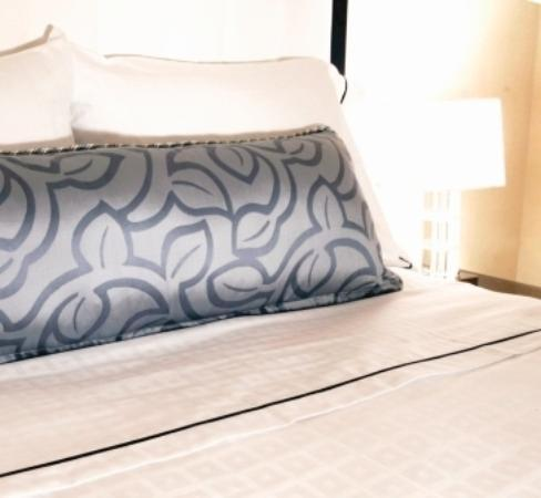 Warwick Allerton-Chicago: Decoration Pillow