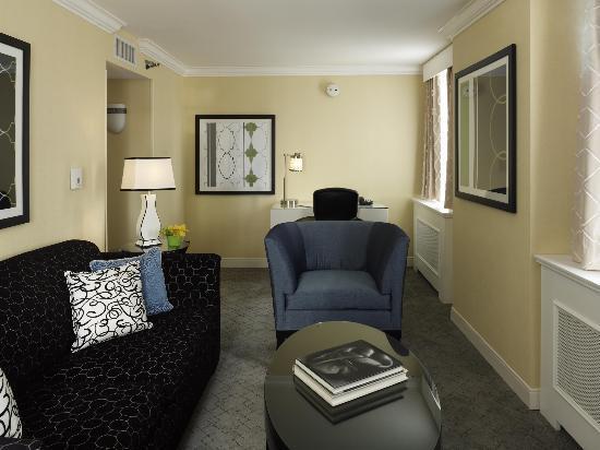 Warwick Allerton Hotel Chicago: Superior Suite Sitting Area