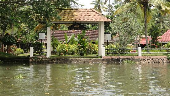 Club Mahindra Kumarakom: Entry to the resort by Boat
