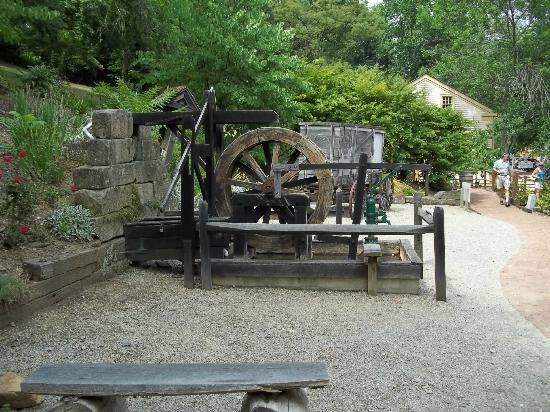 ‪‪Historic Roscoe Village‬: water wheel power‬