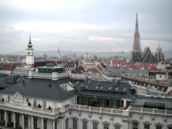 Hotel Am Parkring: View from room across the Alt stadt