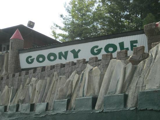 Gooney Golf : Entrance