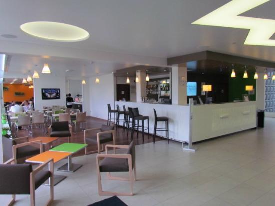 Holiday Inn Express Strasbourg - Sud : Sala colazione e reception