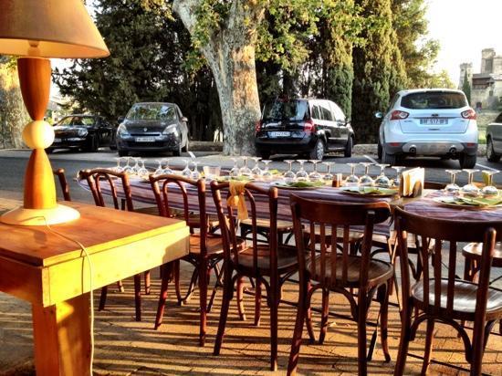 La Louche a Beurre: table outside