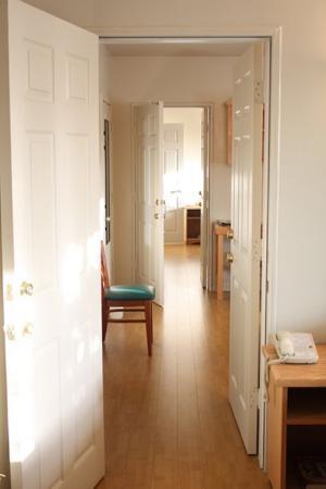 Sunrise Inn: Triple Room Connecting Hallway