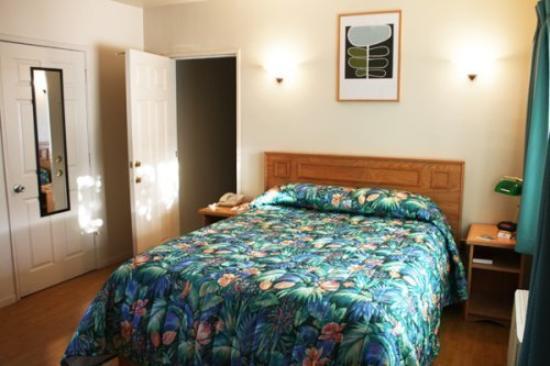 Sunrise Inn: Connecting Room