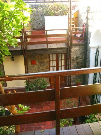 La Mision: Vista diurna desde la puerta de nuestra habitación (arriba)