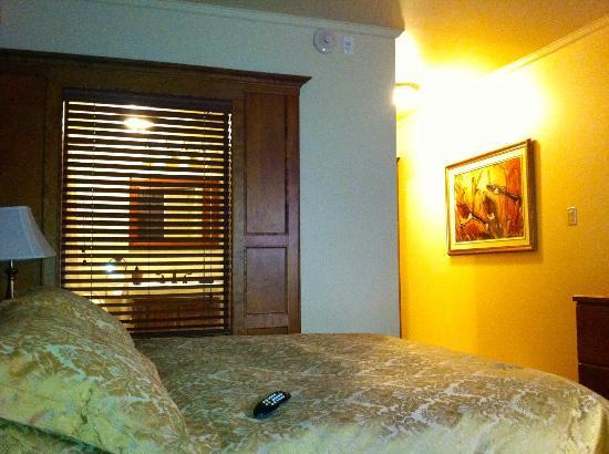 Le Grand Hotel : Fenêtre sur la douche