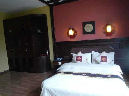 Hidden Dragon Villa: Hotel room