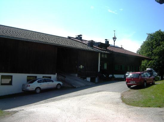 Obholzhof: Main Building - left where are the animals, right where are the rooms
