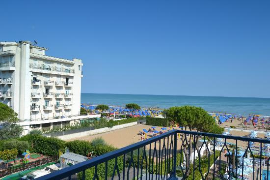 Hotel La Brezza: View from the balcony