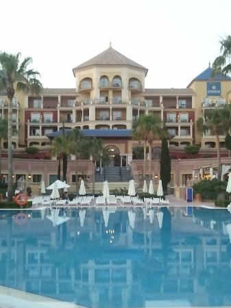 Iberostar Malaga Playa: View looking up from prom