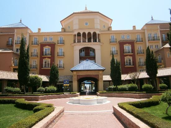Iberostar Malaga Playa: Front of hotel