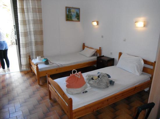 Nikolas Club Apartments: one of the rooms