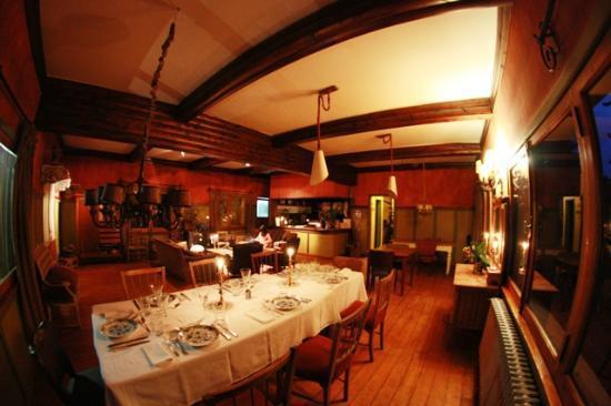 Los Juncos - Lake House: Salão principal