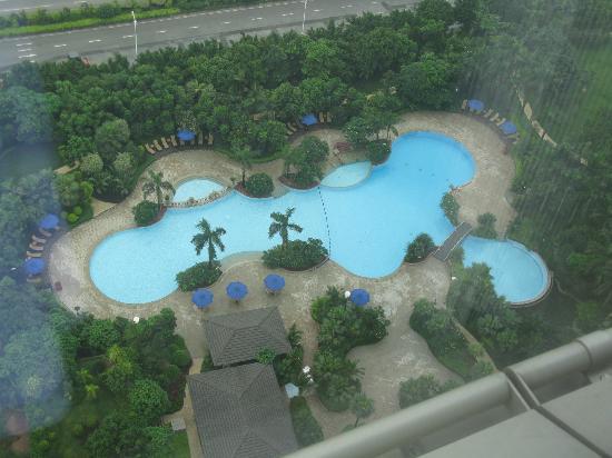 Shangri-La Hotel Guangzhou: vista de la piscina externa