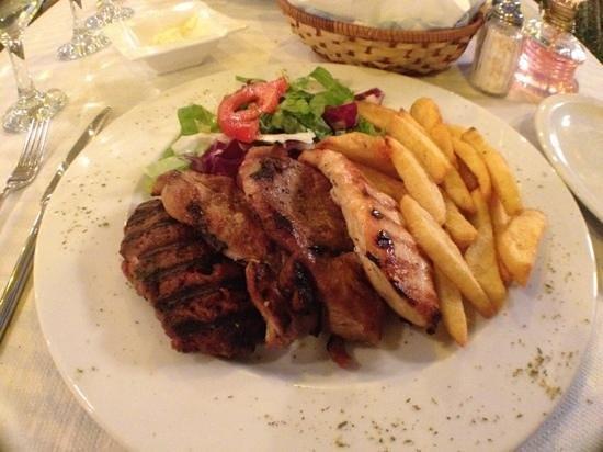 Πέτρινο: assiette viande
