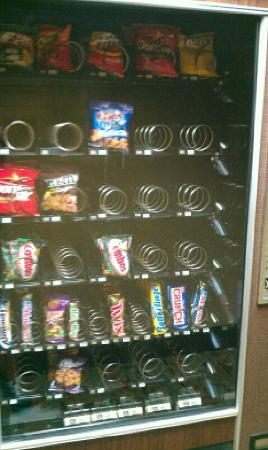 Days Inn Willoughby/Cleveland: vending area in common area...never maintained like the rest of the hotels.
