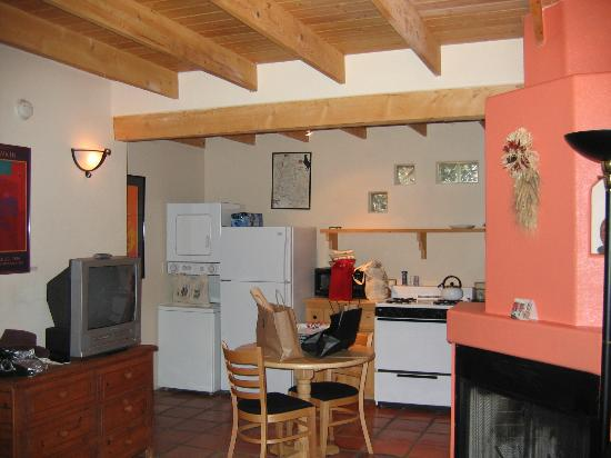 Burch Street Casitas Hotel: Kitchen area in Casita D