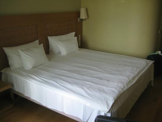 Georg Ots Spa Hotel: A good-sized comfortable bed in a standard room