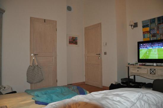 Petit Hotel Marseillan : Blick vom Bett