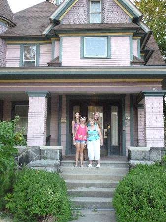 Victorian Guest House: The Innkeeper, Chris took our picture on the steps