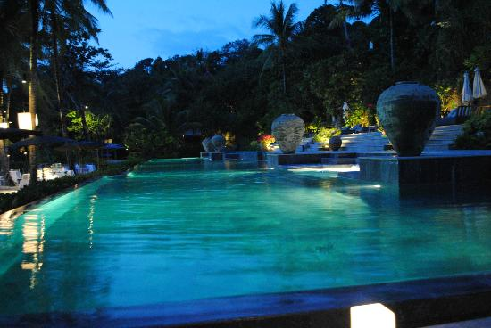 Trisara Phuket: Poolside at night