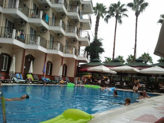 Riviera Hotel: Pool area