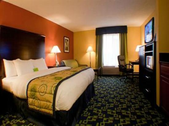La Quinta Inn & Suites Louisville : Room