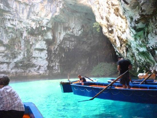 Mouikis Village: Caves