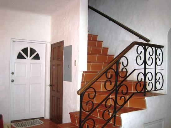 Coral Sea Villas: stairs