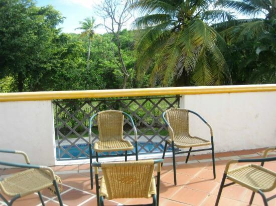 Coral Sea Villas: top patio