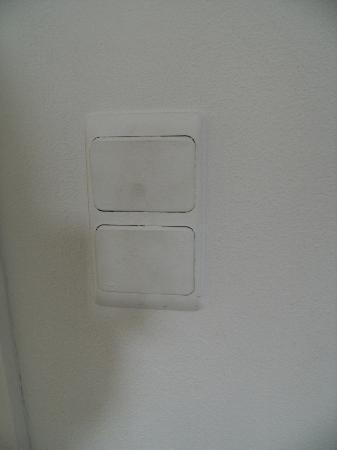 Hotel De Loft: Traces de doigts un peu partout sur les murs et intérrupteurs