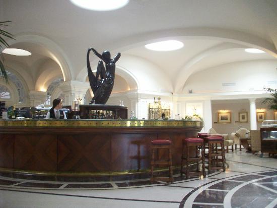 Hotel Phoenicia: Reception