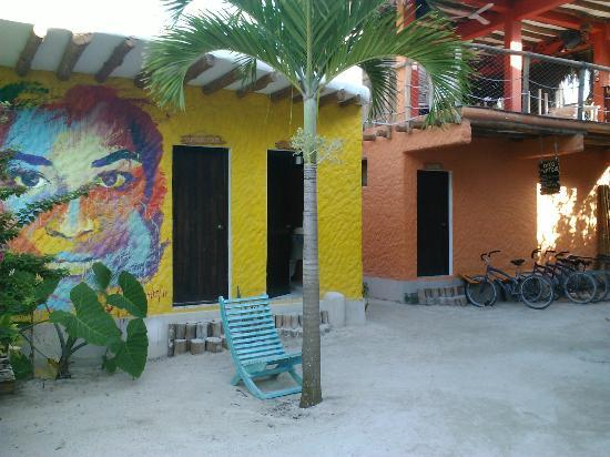 Tribu Hostel: COURTYARD, BIKES RACK AND MOVIES ROOM