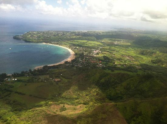 Lihu'e: Hanalei Bay and St. Regis Hotel from Safari Helicopter tour