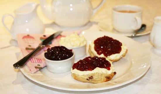 Chale Bay Farm Tea Room & Garden: Our Cream Tea